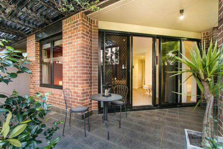 house-front-guide-screen-door