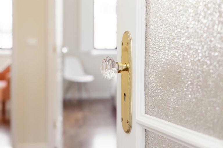 patterned-glass-door